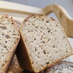 Blé de khorasan, petit épeautre IGP, levain de blé, gros sel de Guérande - Pain riche en protéines, composé de deux blés anciens cultivés dans les Hautes-Alpes. Vous apprécierez la douceur de sa mie, aux apparences de brioche, et son gout de noisette - Suggestions : coupé en larges tranches et passé au grille-pain, vous obtiendrez les sensations d'une viennoiserie. Un pain très digeste à la diététique inégalable